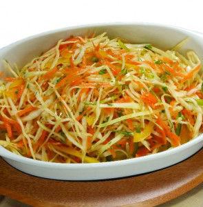салат на зиму из квашеной капусты с маслинами