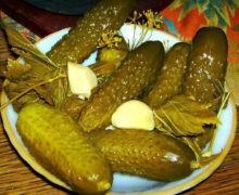 рецепт соленых огурцов с водкой в банках на зиму