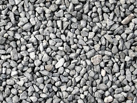 мульчирование почвы на даче - гравий