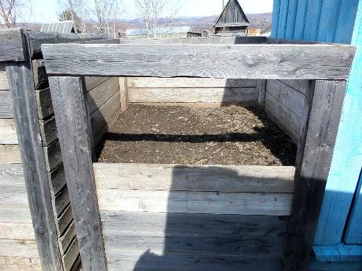 мульчирование почвы на даче компостом