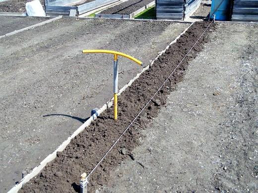 весенняя обработка почвы - ручной культиватор торнадо