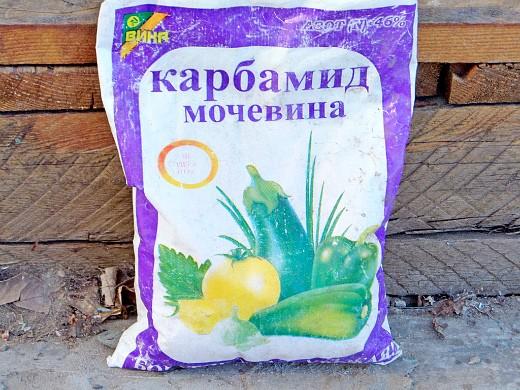 минеральные и органические удобрения для томатов - карбамид (мочевина)