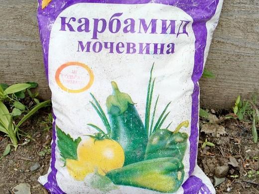 минеральные удобрения для газона - карбамид (мочевина)