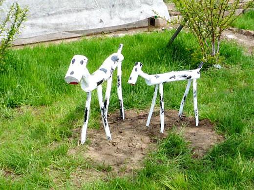 минеральные удобрения для газона - коровки на зеленом газоне